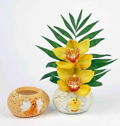 Keramiek kuiken ei met 2 orchideeën