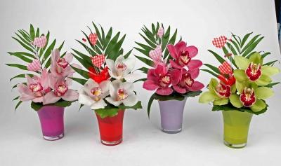 Glas vaas met 3 orchideeën