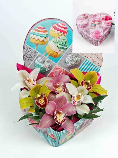 Hartvorm blik met 6 orchideeën