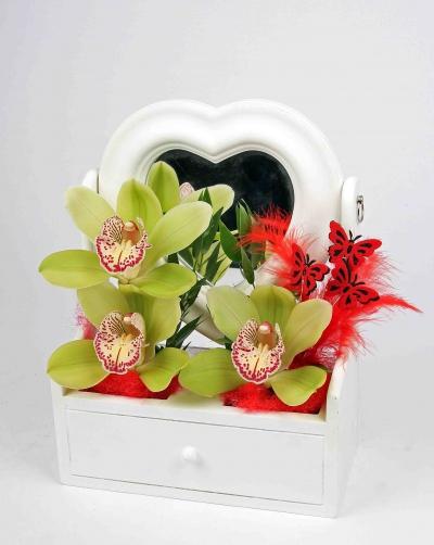 Kaptafel met spiegel en 3 orchideeën